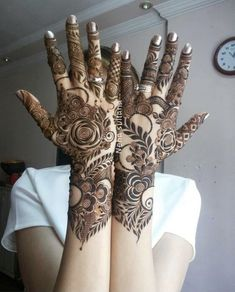 this is Prettiest Full Backhand Rose Bridal Mehndi Khafif Mehndi Design, Floral Henna Designs, Mehndi Designs Book, Back Hand Mehndi Designs, Arabic Henna Designs, Mehndi Designs For Girls, Mehndi Designs For Beginners, Modern Mehndi Designs, Bridal Henna Designs