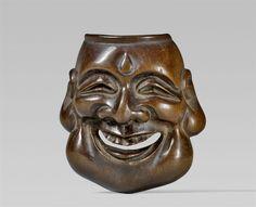 A wood netsuke of a mask. 19th century, Auktion 1092 Asiatische Kunst I Indien, Südostasien und Japan, Lot 676