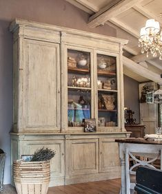 Provençal style fittings and furniture - Florence Furniture Makeover, Vintage Furniture, Painted Furniture, Painted China Cabinets, Provence Style, French Country House, Country Chic, French Decor, Restaurant