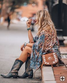 Boho Jewelry Bihemian style outfit with that must have kimono - Hippie Style, Mode Hippie, Bohemian Mode, Gypsy Style, Hippie Chic, Bohemian Style, Boho Chic, Bohemian Fashion, Bohemian Summer