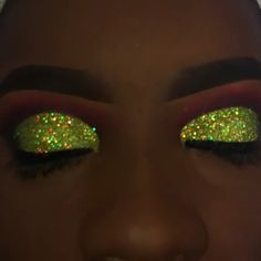 beautiful makeup looks Glitter Makeup Looks, Makeup Eye Looks, Pretty Makeup, Makeup Goals, Makeup Inspo, Makeup Inspiration, Baddie Make-up, Beauty Make-up, Glamour Makeup