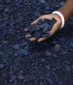 flakes of sun dried indigo are ready to be powdered. How Are Indigo Shibori Textiles Made / Decorator's Notebook Azul Indigo, Bleu Indigo, Mood Indigo, Indigo Dye, Indigo Plant, Indigo Colour, Shibori, Textiles, Blue Aesthetic