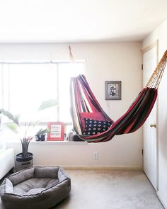 Lazy summer afternoons and tropical getaways–these are the hammock's backdrops.Well, the outdoor hammock that is; the indoor hammock is an entirely different experience, and one you can savor year-round. Hammock In Bedroom, Diy Hammock, Indoor Hammock, Hanging Hammock, Hammock Chair, Hammock Ideas, Living Room Hammock, Best Hammock With Stand, Hammock Stand