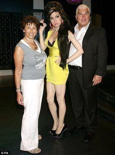 Amy Winehouse s rodiči Glassy Eyes, Glossy Hair, Madame Tussauds, Bright Eyes, Amy Winehouse, Glowing Skin, Diva, Kultura, Mail Online