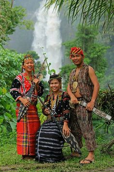 Ethnic tribe in traditional costume of Philippines. Philippines Outfit, Philippines People, Philippines Culture, Philippine Mythology, Vietnam Costume, Filipino Fashion, Filipino Culture, Culture Clothing, Tribal Costume