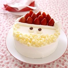 Start with a store-bought sponge cake then decorate! Whipped cream, white chocolate curls and strawberries. From Japanese Chocolate maker- Meiji Japanese Christmas Cake, Japanese Chocolate, Japanese Cake, Kawaii Dessert, Sponge Cake Recipes, Food Humor, Food Gifts, Cakes And More, Christmas Baking
