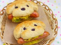 How To Make Dog-Shaped Hotdog Sandwich - kochen und backen - Bento Ideas Food Design, Cute Food, Good Food, Awesome Food, Animal Themed Food, Babybel, Hotdog Sandwich, Sandwich Ideas, Dog Bread