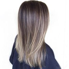 The ombre hair trend has been seducing for some seasons now. More discreet than tie and dye, less classic than sweeping, this new technique of hair. Brown Blonde Hair, Brunette Hair, Medium Blonde, Hair Color And Cut, Ombre Hair Color, Cute Hair Colors, Pinterest Hair, Balayage Hair, Bayalage