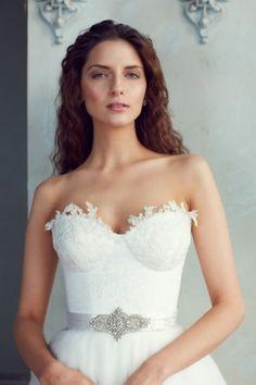 Kemerli prenses gelinlik modeli