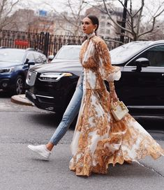 We Wore What's Danielle Bernstein in Zimmermann Fashion Week, Star Fashion, Hijab Fashion, Fashion Outfits, Street Fashion, Winter Fashion, Best Street Style, Looks Street Style, Mode Ootd