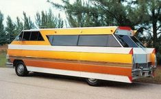 1976 CADILLAC ELDORADO chassis homemade motorhome -- donated by Paul and Maureen Jones family, Cape Coral, FL - this one is weird in so many levels! Camper Caravan, Retro Campers, Camper Trailers, Vintage Campers, Retro Rv, Vintage Motorhome, Cadillac Eldorado, Caravan Holiday, Vintage Rv