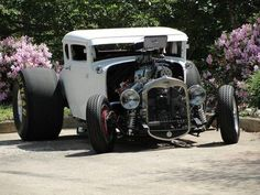Monster wheels on the back. Rat Rods, Classic Hot Rod, Classic Cars, Classic Style, Rat Rod Pickup, Us Cars, Race Cars, Amazing Cars, Awesome