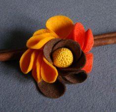 Felt Diy, Felt Crafts, Fabric Crafts, Felt Flowers, Fabric Flowers, Paper Flowers, Felt Animal Patterns, Needle Felting Tutorials, Felt Brooch