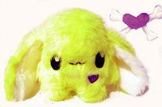 Kleine Fluse Zottelchen aus hochwertigem Kuschel -Plüsch in Neon Gelb. Augen aus Filz .Einzelstück!Unikat! Nach eigener Vorlage hergestellt! Maschinen