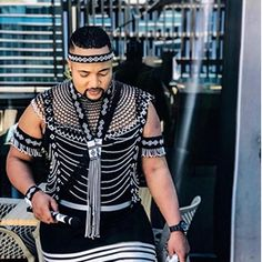 We have the latest modern Xhosa dresses online on Sunika. Discover Top Xhosa dresses designers in South Africa for your next outstanding Xhosa Wedding dress. Doek Styles, Popular Mens Clothing, Couples African Outfits, Xhosa Attire, African Fashion Traditional, African Bridesmaid Dresses, Latest African Fashion Dresses, Mens Attire, African Dress
