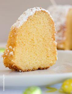 Eierlikörkuchen suave, flojos y jugoso! La Receta es muy fácil y rápidamente. Corrió a la Rührbesen! Eierlikörkuchen suave, flojos y fructífero! La Prescripción es muy hacedero y sc… Easy Vanilla Cake Recipe, Easy Cake Recipes, Easy Desserts, Sweet Recipes, Baking Recipes, Dessert Recipes, Dessert Simple, Wedding Food Menu, Eggnog Cake