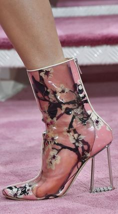 Christian Dior Haute Couture, Spring-Summer 2015 shoe detail Source by loveamorseven Dior Haute Couture, Couture Shoes, Christian Dior, Bootie Boots, Shoe Boots, Shoes Heels, Zac Posen, Crazy Shoes, Me Too Shoes