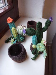 Cacti, crochet | Cactus, crochet Partly from: http://www.tejiendoperu.com/amigurumi/cactus-redondo/