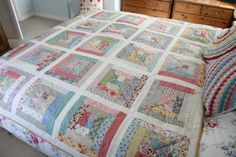 Prairie Style log cabin quilt by Cherry Heart. Love this!