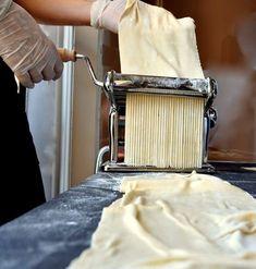 Πώς να φτιάξετε φρέσκα, λαχταριστά ζυμαρικά με τις δικές σας πρώτες ύλες - COOZINA