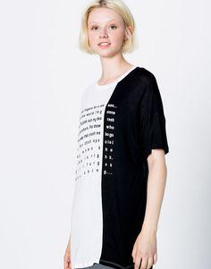 ¡Un look moderno con las camisetas de mujer + chulas para otoño de PULL&BEAR! Camisetas cortas, largas, anchas, con mensaje, oversized o asimétricas.
