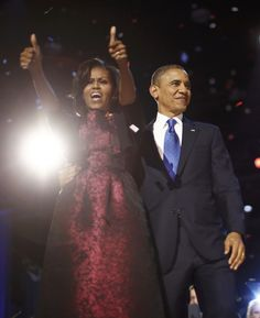 images with barack and michelle   lady Michelle Obama gives thumbs up to crowd before President Barack ...
