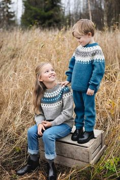 Our social Trends Janis Joplin, Cute Sweaters, Baby Sweaters, Knitting For Kids, Baby Knitting, Book Day Costumes, Fashion Looks, Universal Yarn, Quick Knits