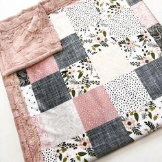 Floral cheater quilt designer Minky Blanket Source by etsy Quilt Baby, Baby Girl Quilts, Baby Girl Blankets, Girls Quilts, Quilts For Babies, Homemade Baby Blankets, Homemade Quilts, Sewing Crafts, Sewing Projects