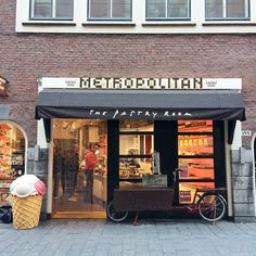 Metropolitan Deli | Amsterdam| For all the chocolate lovers & sweet tooths around the world, this place is a must to visit.