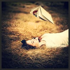 "*´"") ¸.•´¸.•*´¨) ¸.•*¨)Tα βιβλία είναι η απόδειξη πως οι άνθρωποι μπορούν να κάνουν... μαγικά. _______________ #book #magic #reading #vivlio #kalendis #ekdoseis"