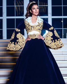 Afghan Clothes, Afghan Dresses, Stylish Dresses, Fashion Dresses, Moroccan Dress, Arab Fashion, Caftan Dress, Pakistani Dresses, Traditional Dresses