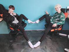 [빛새온, 로다]  민트에게 제일 큰하트를 주고싶었다 그래서 우리는 찾았다 대왕하트 ㅋㅋㅋ 🤣오늘도 좋은 하루 보내요!!!!! Hip Hop, Don T Try, Korean Group, Kpop Boy, Kpop Groups, Entertainment, Concert, Memes, Boys