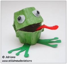 Frog from a recycled egg carton - craft for kids so cute! #Green frog