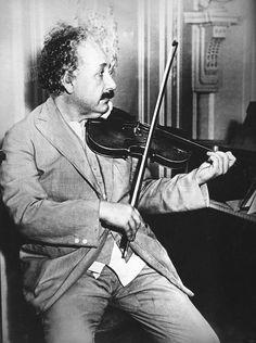 Un virtuoso del violín - Diez detalles que marcaron la vida de Einstein - 20minutos.es Albert Einstein Photo, Albert Einstein Quotes, Marie Curie, New Jersey, Philosophy Of Science, Modern Physics, Alan Turing, Theoretical Physics, Theory Of Relativity