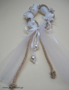 Porta Amêndoa - Amêndoas Enroladas em Tula com Cordão de S.Francisco e Laçarotes Almond Wedding Favours, Wedding Favors, Wedding Decorations, Wedding Tips, Our Wedding, Almond Flower, Ballerina Cakes, Persian Wedding, Candy Favors