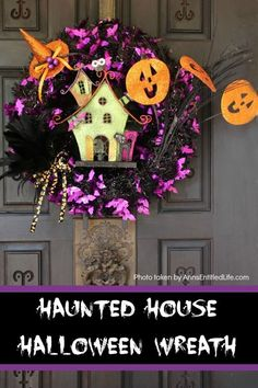 This whimsical haunted house Halloween wreath is an easy to put together - truly a craft! If you are looking for simple Halloween wreath ideas, look no further than this fun haunted house Halloween wreath DIY. Halloween Crafts For Toddlers, Holidays Halloween, Easy Halloween, Vintage Halloween, Halloween 2018, Halloween Stuff, Scary Decorations, Diy Halloween Decorations, Halloween Themes
