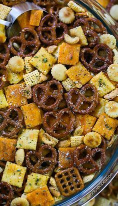 Italian Chex Mix made for a crowd. My favorite snack mix is loaded with peanuts, cheese crackers, pretzels, and rice cereal. This easy zesty Italian Chex Mix is perfect for parties and school lunches. Trail Mix Recipes, Snack Mix Recipes, Appetizer Recipes, Snack Mixes, Appetizers, Cereal Recipes, Cooking Recipes, Snacks To Make, Easy Snacks