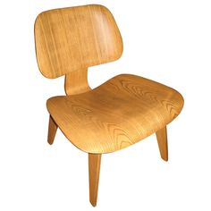 Eames Molded Plywood Chair #1stdibs #plywood #midcentury #modern #chair #1960s #vintage (via @1stdibs)