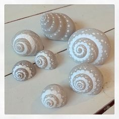 Concrete - Concrete Best Picture For yarn crafts For Your Taste You are looking for something, and it is goi - Seashell Painting, Dot Art Painting, Seashell Art, Seashell Crafts, Pebble Painting, Pebble Art, Stone Painting, Sea Crafts, Rock Crafts