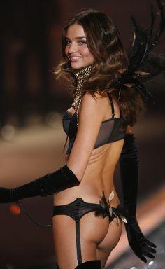 miranda-kerr-victorias-secret-fashion-show-december-2009-1.jpg (1200×1954)