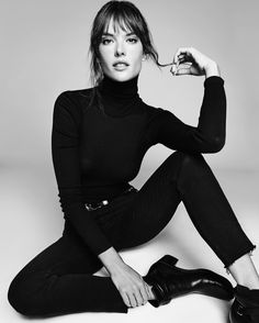 Alessandra Ambrosio looks chic in turtleneck sweater and jeans from Re/Done High Fashion Poses, Fashion Model Poses, Fashion Models, Portrait Photography Poses, Photography Poses Women, Photo Poses, Editorial Photography, Glamour Photography, Photography Magazine