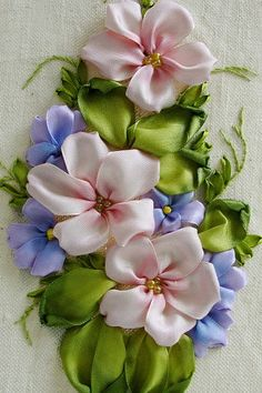 Wonderful Ribbon Embroidery Flowers by Hand Ideas. Enchanting Ribbon Embroidery Flowers by Hand Ideas. Ribbon Embroidery Tutorial, Silk Ribbon Embroidery, Hand Embroidery, Machine Embroidery Designs, Embroidery Stitches, Embroidery Patterns, Ribbon Art, Ribbon Crafts, Flower Making With Ribbon