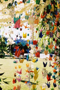 wedding crane origami photo by Yvette Roman Photography