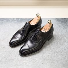Carmina shoemaker — Discover our collection of Black dress shoes