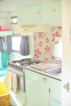 Cute little bits of colour - makes a crappy small kitchen more vibrant The Modish Manor: Our Vintage Camper- The Morning Glory Scamp Camper, Camper Caravan, Retro Campers, Retro Caravan, Camper Trailers, Vintage Campers, Camper Life, Happy Campers, Camper Van