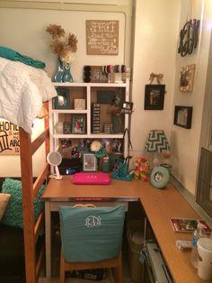 45 Dorm Room Ideas Color Schemes Shelves 45 Dorm R Uga Dorm, Dorm Room Colors, Dorm Desk, College Dorm Decorations, Dorm Room Organization, Ideas Geniales, Dorm Life, College Dorm Rooms, My New Room