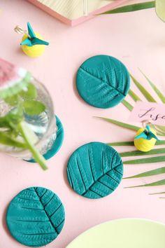 Kreative DIY Idee aus Fimo für Tischdeko: Palmblatt-Untersetzer mit Fimo und Farn oder Palmblättern einfach selbermachen | mit DIY Tutorial