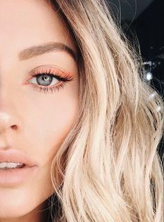 eyeliner neon eye makeup \ eyeliner neon & eyeliner neon make up & eyeliner neon eye makeup Lila Eyeliner, Cat Eye Eyeliner, Purple Eyeliner, Natural Eyeliner, Eyeliner Looks, No Eyeliner Makeup, Natural Makeup, Hair Makeup, Eyeliner Ideas