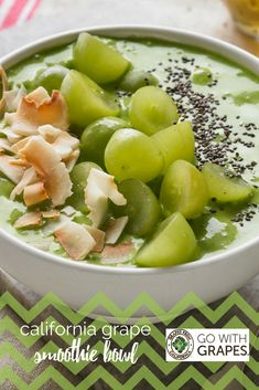 Grapes, bananas, and avocado mixed with almond milk and spinach, then topped with toasted coconut, more grapes, and chia seeds makes for one happy breakfast, lunch, or snack. Grape Smoothie, Smoothie Bowl, Smoothies, Smart Snacks, Yummy Snacks, Healthy Drinks, Healthy Snacks, Healthy Eating, Dairy Free Recipes