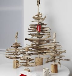 Weihnachtsbäume aus Holzstücke